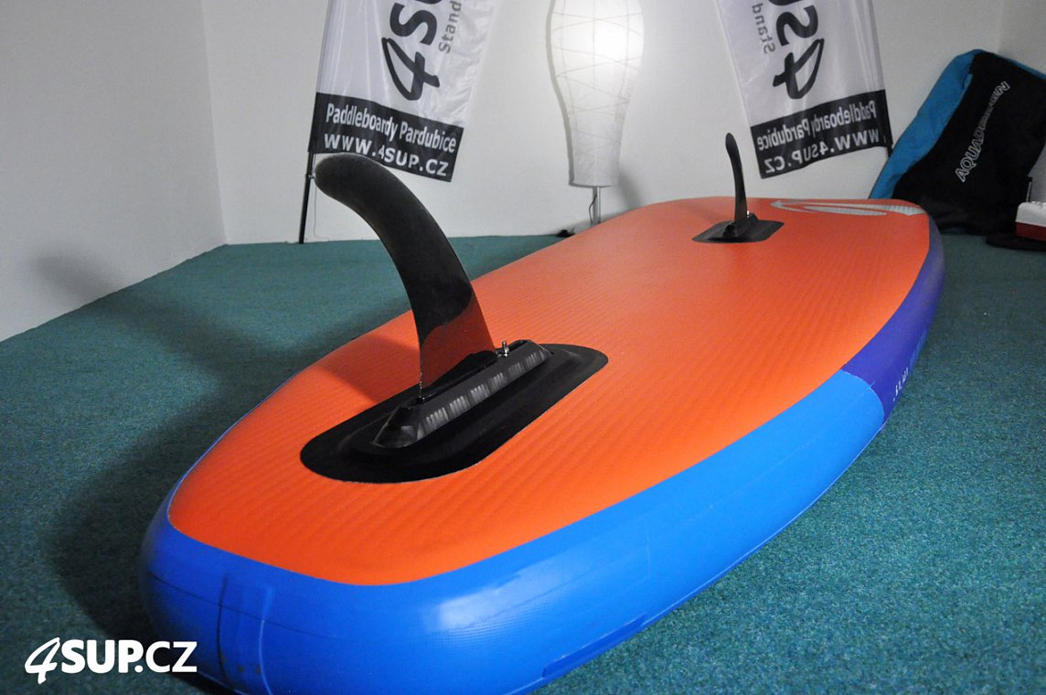AQUADESIGN Ibrid windsup nafukovaci paddleboard a windsurfing